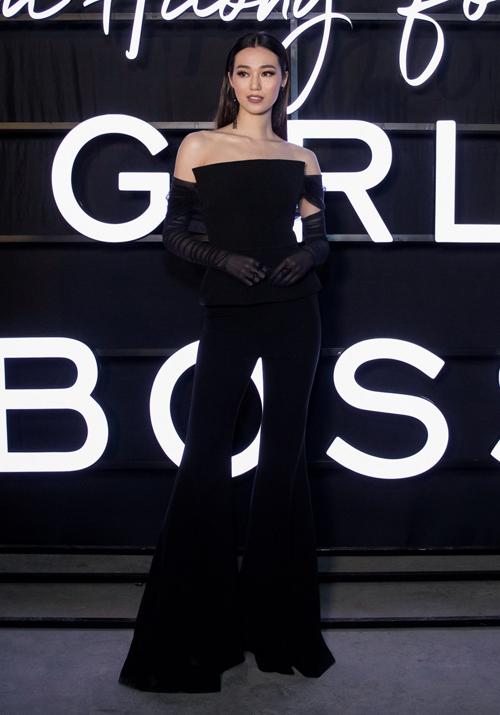 Khánh My diện cả cây đồ đen sang chảnh theo đúng tinh thần Girl Boss trong bộ sưu tập của Phạm Hương.