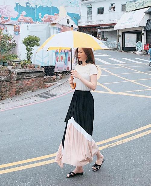Bảo Thy diện váy voan thướt tha trên đường phố Đài Bắc.