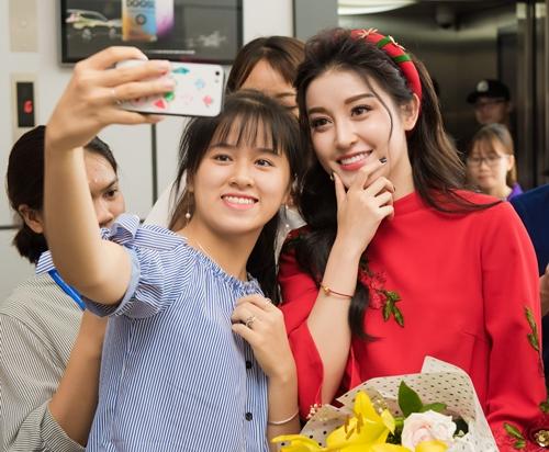 Câu chuyện Huyền My giúp nhiều cô gái gỡ bỏ suy nghĩ đi thi Hoa hậu Việt Nam sẽ luôn phải căng thẳng, giữa BTC và thí sinh như thầy giám thị với sinh viên.
