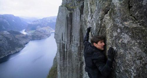 Tom Cruise vẫn tự mình đóng những cảnh hành động mạo hiểm.