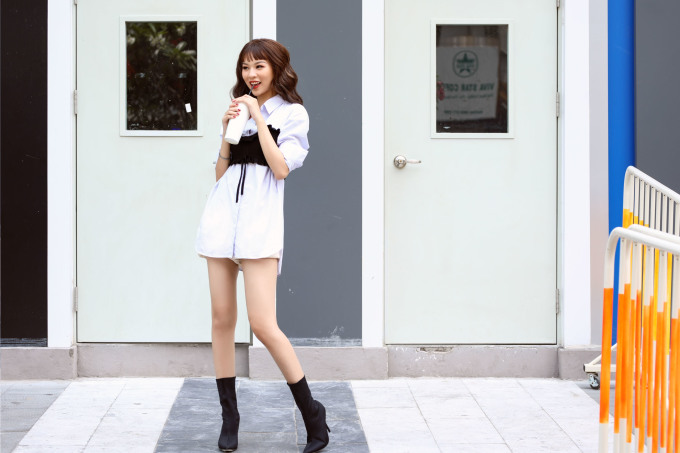 <p> Thời gian tới, ngoài việc trình diễn, chụp ảnh thời trang, người đẹp còn hướng tới hình ảnh của một It Girl là nguồn cảm hứng cho nhiều bạn trẻ với phong cách sống hiện đại, sành điệu, là gương mặt đại diện cho nhiều thương hiệu nổi tiếng.</p>