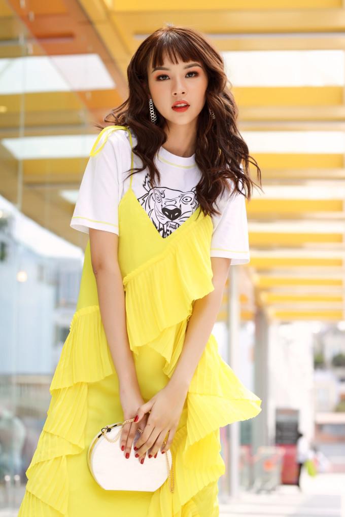 <p> Phí Phương Anh đăng quang The Face - Gương mặt thương hiệu 2017 lúc mới 19 tuổi. Sau 1 năm, chân dài không có những bước tiến quá nổi bật, tuy nhiên bằng sự chắc chắn và bền bỉ, cô đang là gương mặt khó lẫn trong làng mốt Việt Nam.</p>