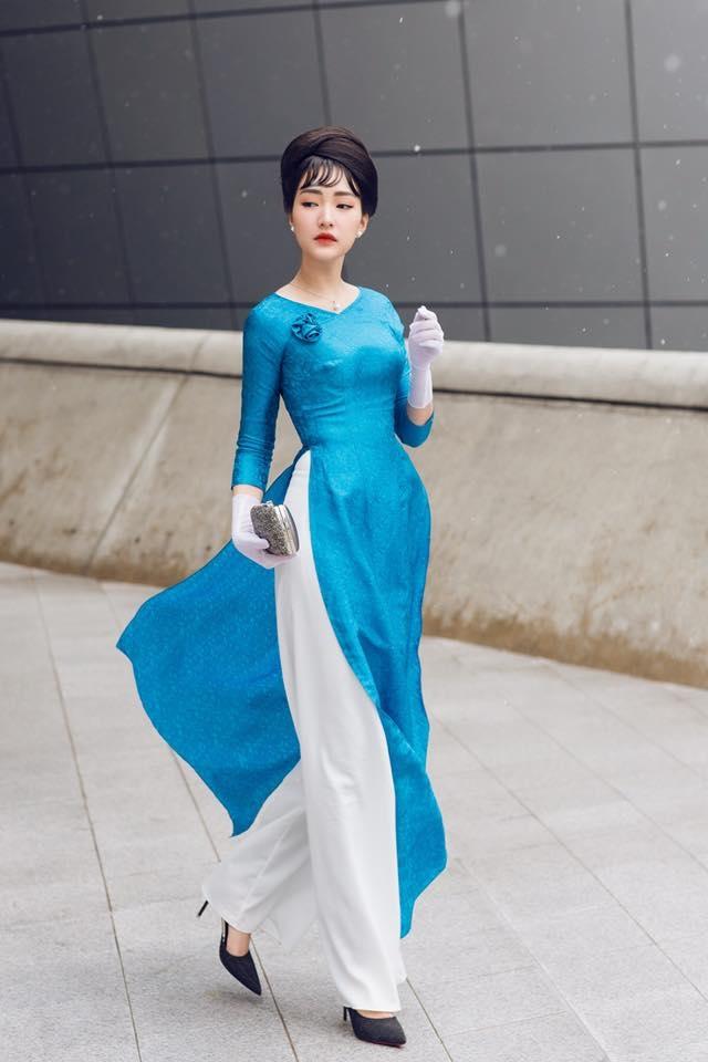 """<p> Ngoài các bộ hình thời trang, Mì Gói còn từng đồng hành cùng """"nàng thơ xứ Huế"""" Ngọc Trân khi cô lần đầu tham dự Seoul Fashion Week, giúp Ngọc Trân có những hình ảnh phủ sóng nhiều tạp chí thời trang quốc tế.</p>"""