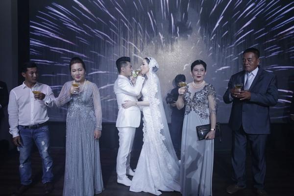 Lâm Vũ cưới vợ bằng siêu xe 15 tỷ và dàn mô tô khủng - 4