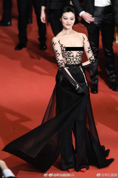 Triệu Hân, một diễn viên, người mẫu sinh năm 1990. Vào năm 2016, Triệu Hân đăng quang Hoa hậu Du lịch Trung Quốc.