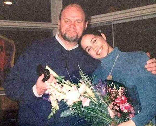 Ông Thomas bên con gái Meghan.