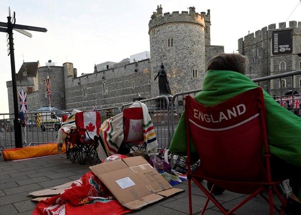 Dân tình đổ xô đặt chỗ tại Windsor để được chứng kiến đám cưới giữa Harry và Meghan - 6