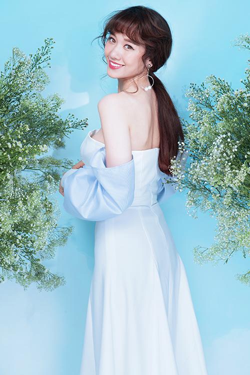 Các thiết kế xẻ hay khoe vai trần còn giúp cô nàng khoe vẻ quyến rũ.