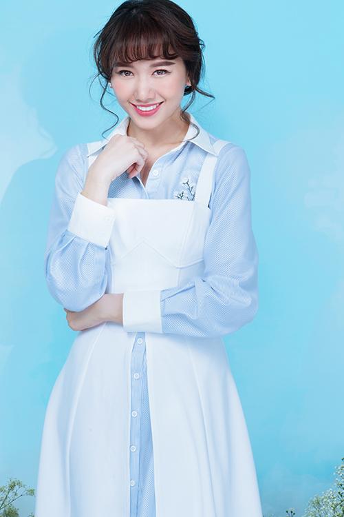2017 được cho là một năm khá thành công của Hari Won khi nữ ca sĩ lần đầu tiên đảm nhận vai trò sản xuất web-drama Thiên Ý. Đầu năm 2018, cô liên tục xuất hiện với vai trò dẫn chương trình cho hàng loạt các gameshow như: Siêu bất ngờ, 7 nụ cười xuân, Nhanh như chớp, Làm vợ phải thế&
