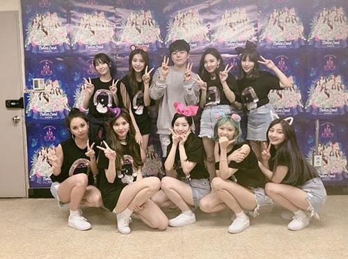 Twice đã hoàn thành đêm concert đầu tiên rất thành công.