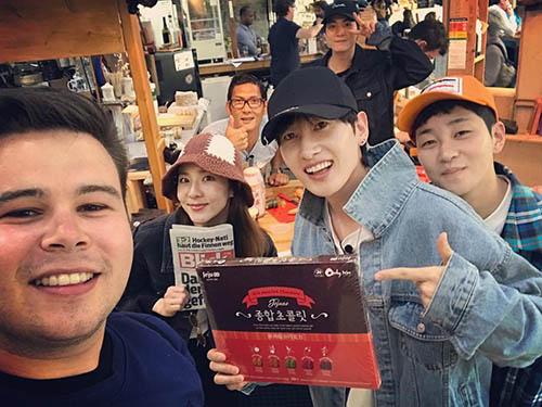 Dara và Eun Hyuk cùng tham gia một show thực tế về đề tài du lịch, các thành viên phải kiếm tiền bằng cách bán những món đồ mình có.