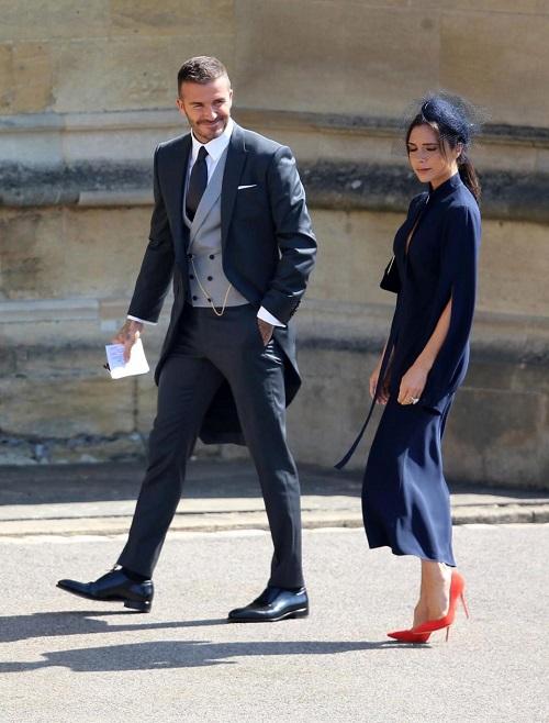 Victoria Beckham bị ném đá vì mặc như đi dự đám tang tại đám cưới của Harry - Meghan - 1