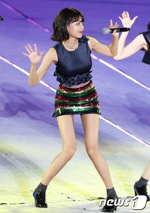 Soo Young được người hâm mộ đặt biệt danh nàng sếu bởi đôi chân dài tới 107 cm.