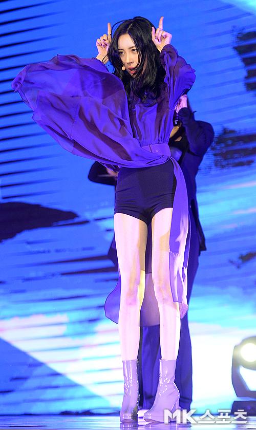 Bên cạnh khả năng ca hát và vũ đạo, đôi chân dài miên man là thương hiệu giúp Sun Mi ghi dấu ấn trong cộng đồng Kpop.