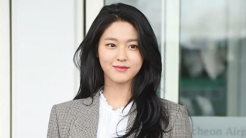 Seil Hyun gây tranh cãi khi bỏ theo dõi IU.