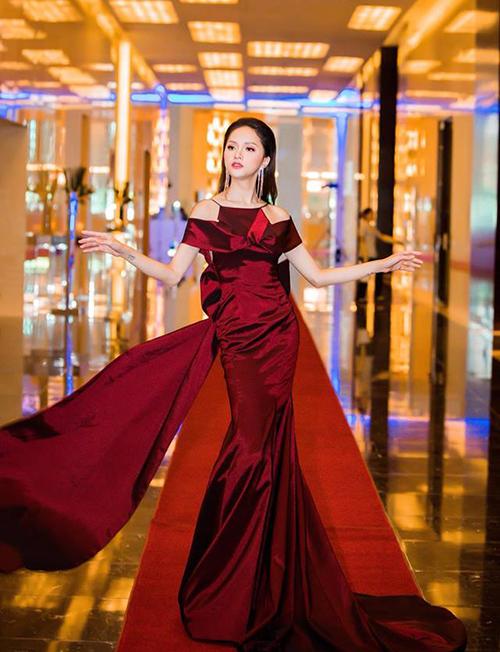 Mới đây, Hoa hậu Hương Giang đã có mặt trong sự kiện về thẩm mỹ mang tên Kiến tạo đường cong tại Hà Nội.