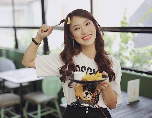 Khánh Vy hiện là MC, công tác tại một đài truyền hình.