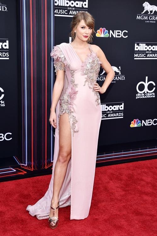 Taylor Swift trở lại làng nhạc với
