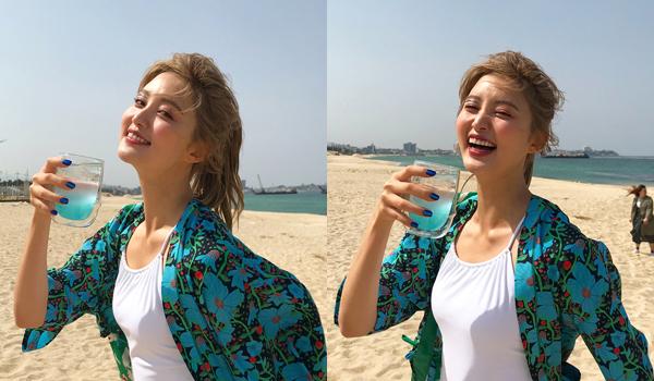 Jeong Hwa (EXID) đang tạo dáng đẹp như chụp ảnh quảng cáo thì bị fail.