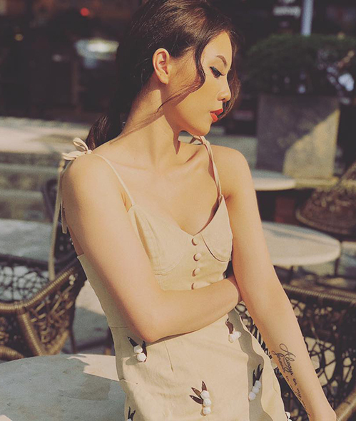 Ở tuổi 24, Lâm Á Hân ngày càng chín chắn, trưởng thành. Cô nàng có tham gia làm mẫu cho một số bộ ảnh thời trang và được khen có nhiều đường nét kiêu sa giống Hoa hậu Kỳ Duyên.