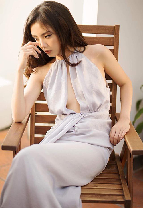 Tuy nhiên, vì The Face Việt Nam 2018 đã về chung một nhà với Vietnams Next Top Model nên chương trình năm nay có thể sẽ thiên về chuyên môn người mẫu nhiều hơn. Với kinh nghiệm ít ỏi trong lĩnh vực thời trang cùng chiều cao 1,65 m, việc Lâm Á Hân có được lọt vào nhà chung hay không vẫn còn là một ẩn số.
