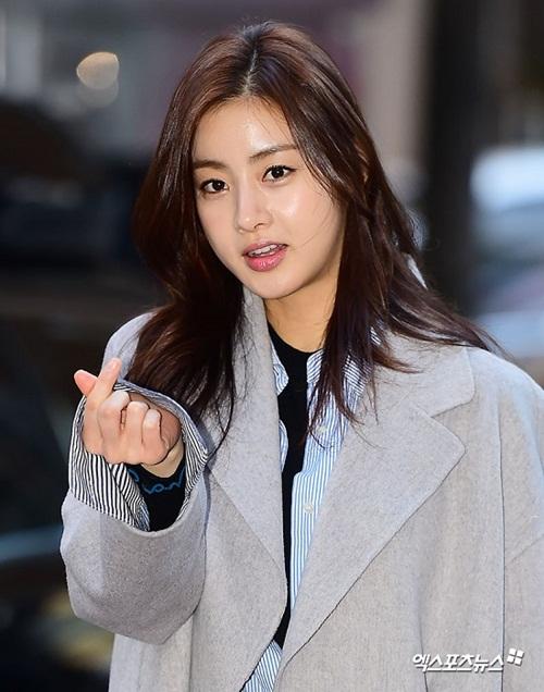 Kang So Ra từng chia sẻ, thân hình của cô khi lên hình thường trông mập mạp, không giống với vẻ thanh mảnh bên ngoài.