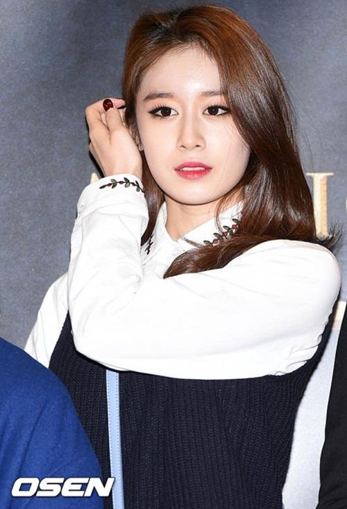 Sau khi được chiêm ngưỡng vẻ đẹp nữ thần của Park Ji Yeon ngoài đời  thực, nhiều người cảm thấy cực kỳ hối hận vì đã buông lời chê bai nhan  sắc của cô nàng.