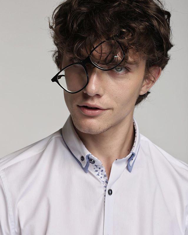 <p> Victor đến từ Barcelona, Tây Ban Nha. Anh là người mẫu trực thuộc công ty quản lý người mẫu Uno Models Barcelona.</p>