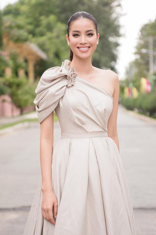 Người đẹp luôn đầy sức sống với nụ cười rạng rỡ quen thuộc.