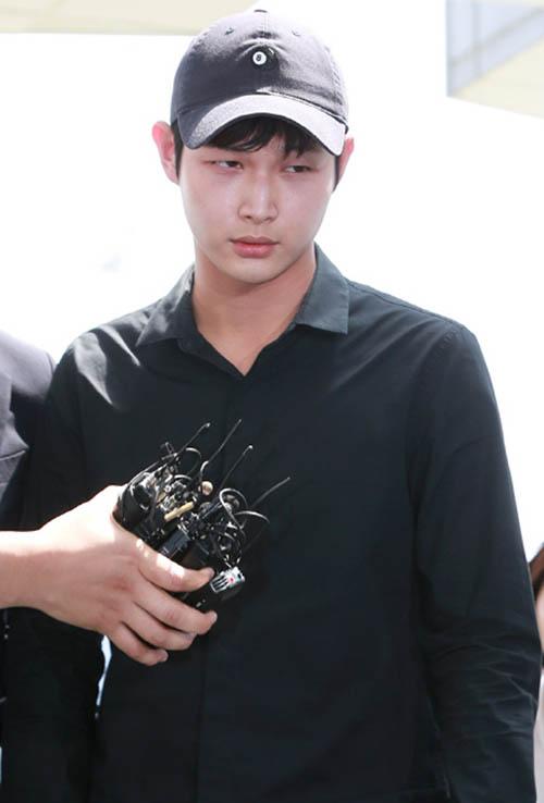 Nhiều người hâm mộ tỏ ra bất ngờ trước hình ảnh xuống sắc nhanh chóng của nam diễn viên Lee Seo Won