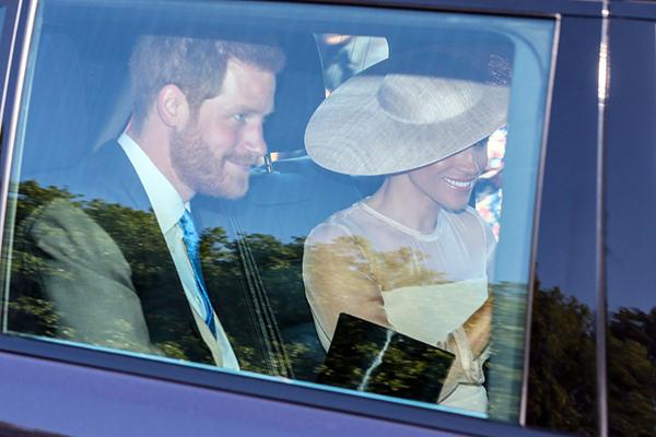Vợ chồng Harry - Meghan xuất hiện sau đám cưới.