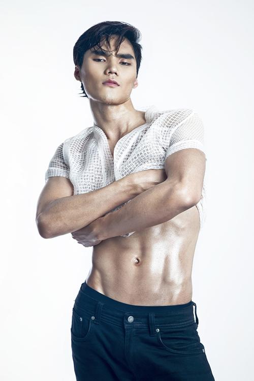 Với những khán giả truyền hình, Quang Hùng không còn là cái tên xa lạ. Anh là quán quân nam đầu tiên của Vietnams Next Top Model, mùa 2014.