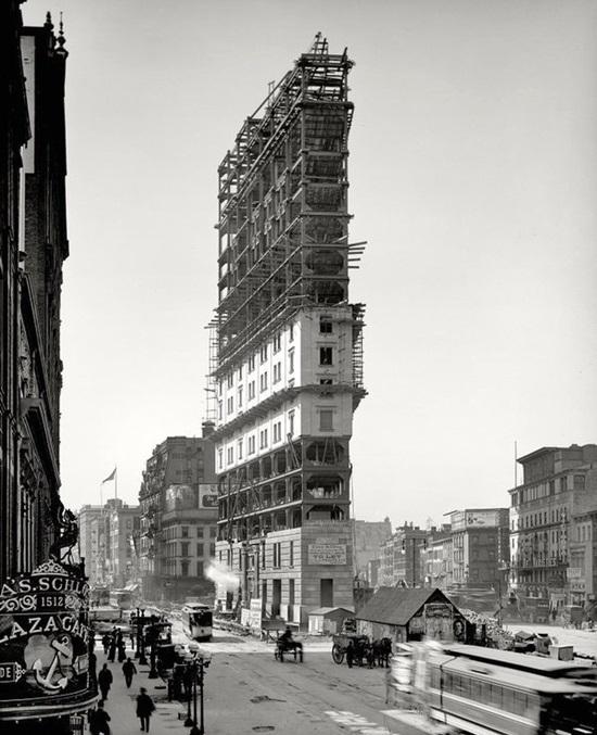 Công trường xây dựng toà nhà Longacre Square tại New York, 1 năm sau nó được đổi tên thành Time square, 1903.