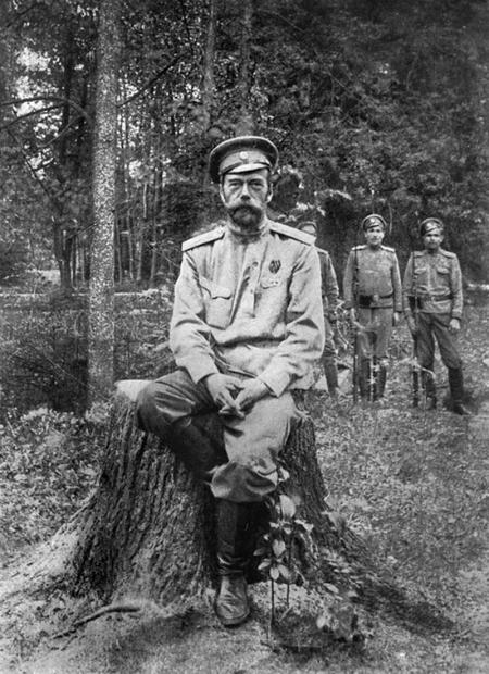 Một trong những bức ảnh cuối cùng của Tsar Nicholas II, 1917.