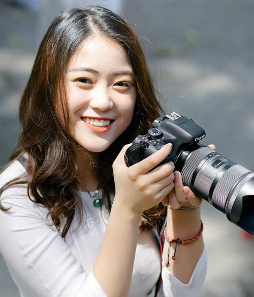 Bức ảnh nữ sinh xinh xắn trường Chu Văn An nhận được nhiều lời khen ngợi. Ảnh: Pham Thanh.