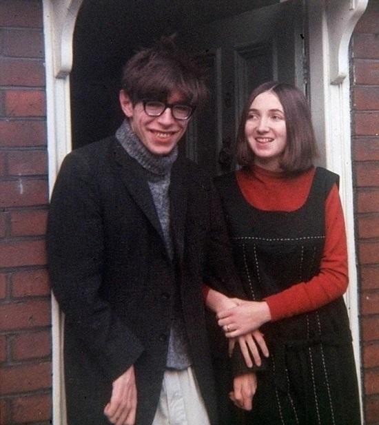 Stephen Hawking cùng vợ tương lai, 1964.