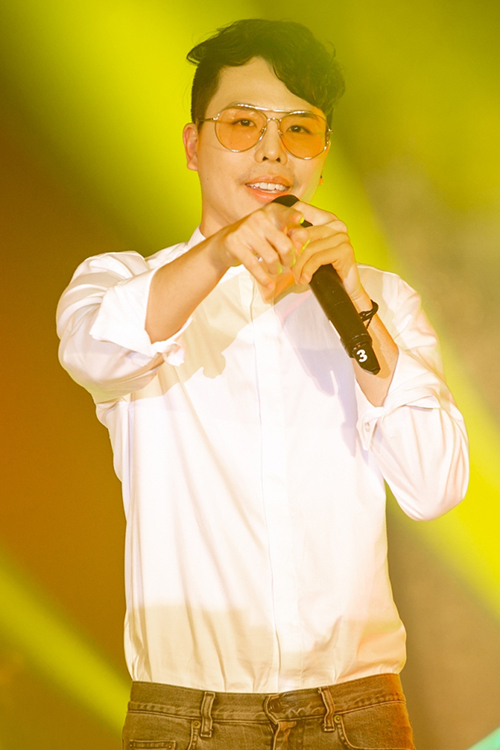 Trịnh Thăng Binh xuất hiện với bản hit Tâm sự tuổi 30 với một bản phối mới. Anh nhận được nhiều tình cảm của chị em hơn khi vào vai diễn một bad boy cực ngầu nhưng cũng đầy cảm xúc  trong Ông ngoại tuổi 30. Bộ phim đưa tên tuổi của Trịnh Thăng Bình đến gần hơn công chúng.