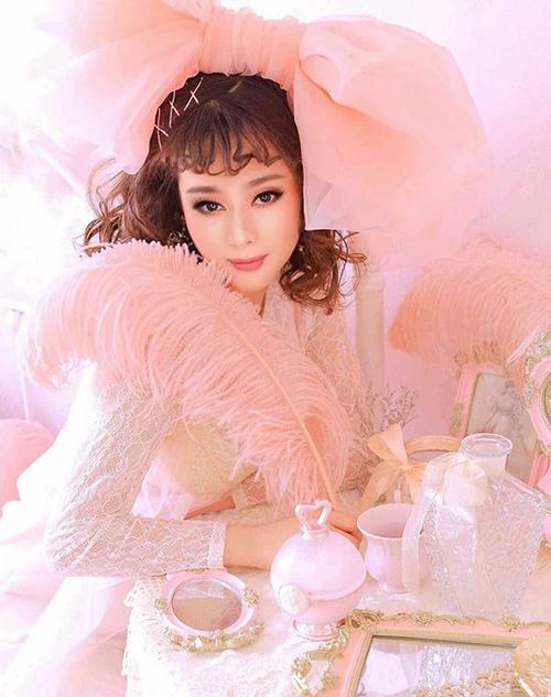Lâm Khánh Chi xinh đẹp nhưng có dấu hiệu photoshop quá đà trong bộ ảnh đậm chất công chúa.