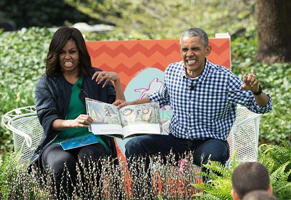 Vợ chồng ông Obama trong một buổi đọc truyện cho thiếu nhi.