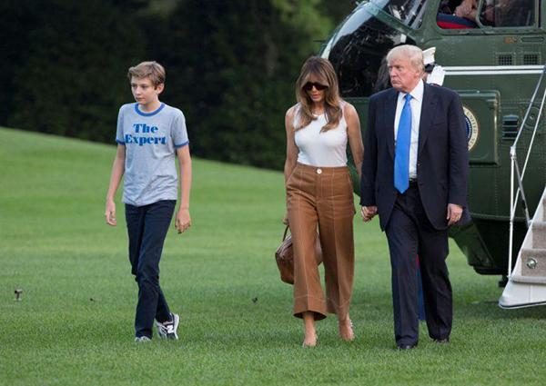 Vợ chồng ông Trump và cậu con trai út.