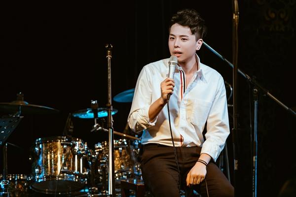 Ngày 27/5, Trịnh Thăng Bình tổ chức minishow Tâm sự tuổi 30 tại TP HCM. Sự kiện đánh dấu cột mốc  tuổi 30 của nam ca sĩ, đồng thời là món quà anh muốn dành tặng người hâm mộ. Hiếm khi nam ca sĩ đồng ý làm đêm nhạc gần gũi như thế này để được gần với khán giả.