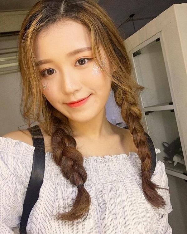 <p> <strong>Han Sara:</strong>Han Sara được mọi người biết đến từ sau cuộc thi <em>Giọng hát Việt 2017. </em>Hot girl người Hàn Quốc có giọng hát trong trẻo, ngoại hình chuẩn idol xứ Hàn.</p>
