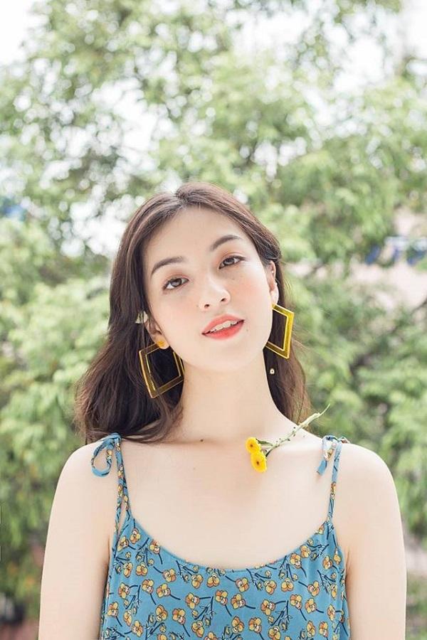 <p> <strong>Nguyễn Lâm Thảo Tâm:</strong>Cô hot girl IELTS 8.5 đang chuẩn bị cho kỳ thi tốt nghiệp THPT Quốc gia. Tuy nhiên, cô nàng sẽ không đăng ký dự thi vào đại học tại Việt Nam.</p>