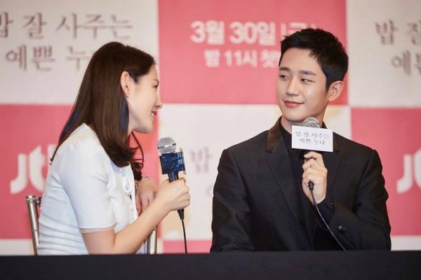 Jung Hae In tự hào khi được cho là đang hẹn hò với Son Ye Jin.