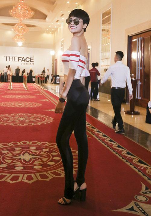 Thí sinh từng hai lần tham dự VNTM Bảo Trâm cũng góp mặt trong buổi casting.