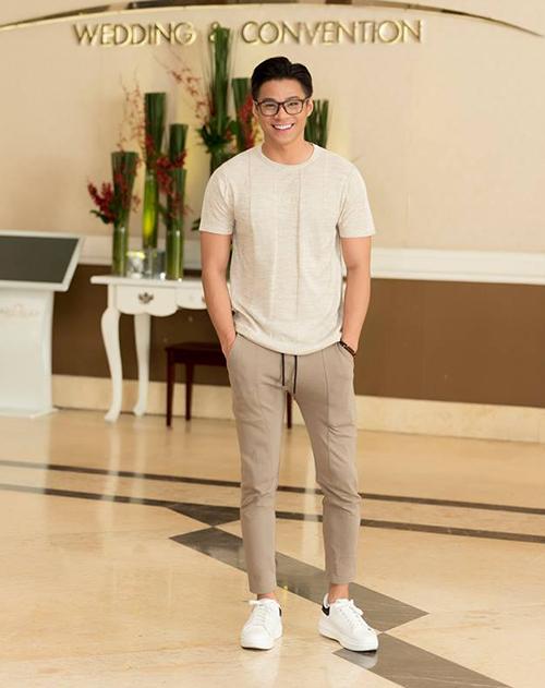 Một số thí sinh nam được đánh giá cao vì ăn mặc đơn giản, khoe được ngoại hình sáng.