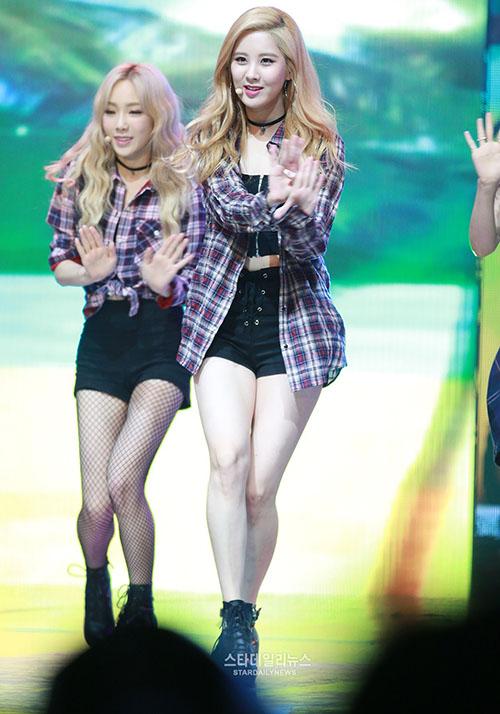 Trong năm 2015, Seo Hyun có sự lột xác đáng kinh ngạc, trở thành người đảm nhiệm vẻ gợi cảm của nhóm. Cô nàng tăng cân đáng kể, đặc biệt là phần đùi.