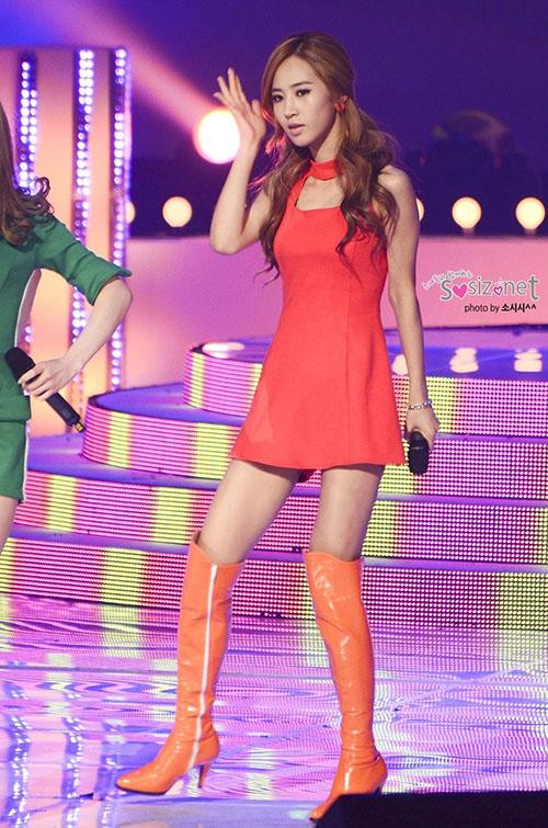 Thời điểm Yuri gầy thảm họa là vào năm 2011 khi quảng bá Hoot. Nữ ca sĩ đột ngột giảm cân chóng mặt, đùi và tay toàn xương dù Yuri thuộc kiểu người gợi cảm. Nhiều fan đau lòng, tiếc nuối khi thấy cơ thể kém sức sống của idol.