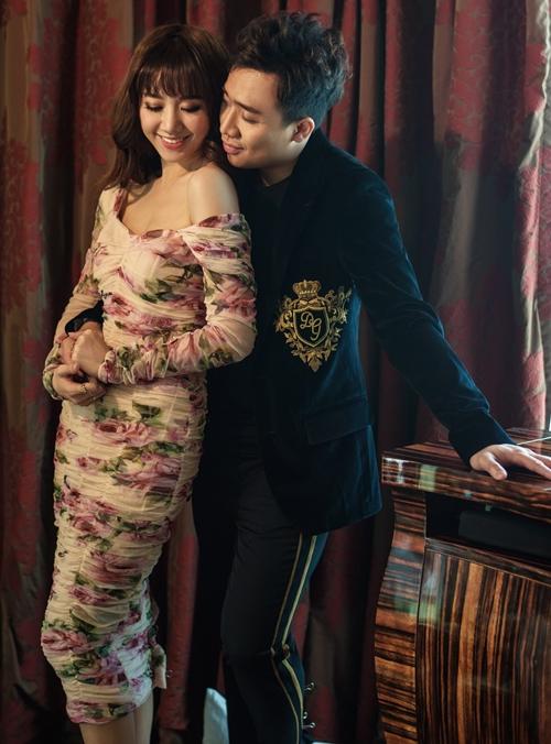 Ngày 25/12/2016 là cột mốc đáng nhớ trong cuộc đời của MC Trấn Thành - Hari Won. Cả hai về chung một nhà bằng đám cưới ngọt ngào. 17 tháng trôi qua, họ luôn nắm chặt tay nhau để bước tiếp về phía trước. Để kỷ niệm hôn nhân viên mãn, Trấn Thành - Hari Won cùng thực hiện bộ ảnh với nhiều khoảnh khắc tình bể bình.