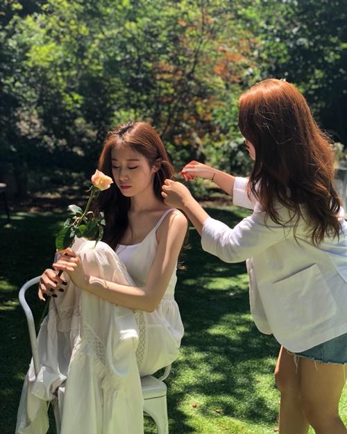 Ji Yeon (T-ara) khiến fan trầm trồ vì quá xinh đẹp trong hậu trường chụp hình.